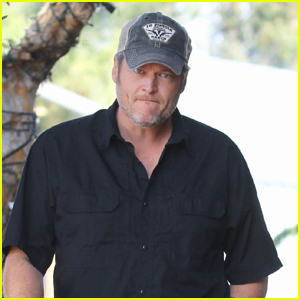 Blake Shelton Grabs Lunch with Family in Studio City