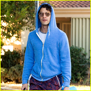 Darren Criss Goes For a Jog Ahead of Thanksgiving Celebrations