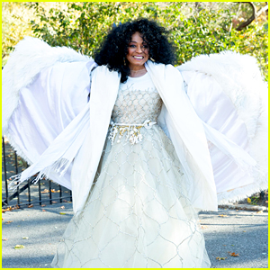 Diana Ross & Her Whole Family Ride a Float During Thanksgiving Day Parade!