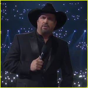 Garth Brooks Opens CMA Awards 2018 With Tribute to Borderline Shooting Victims - Watch