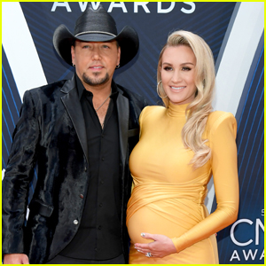 Jason Aldean is Joined by Pregnant Wife Brittany at CMA Awards 2018!