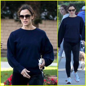 Jennifer Garner Heads Out After Dropping Off the Kids at School