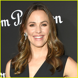 Jennifer Garner Almost Had a Very Embarrassing Wardrobe Malfunction at Church!