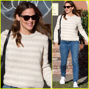 Jennifer Garner is All Smiles After Finalizing Divorce From Ben Affleck