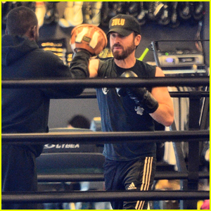Justin Theroux Looks Buff While Boxing at the Gym in NYC!