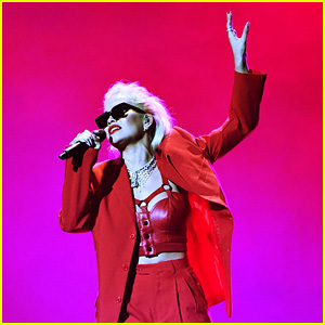 Rita Ora Performs 'Let You Love Me' at People's Choice Awards 2018!