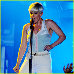 Robyn Announces 2019 North American & European 'Honey' Tour - See the Dates!