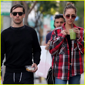Tobey Maguire Joins Girlfriend Tatiana Dieteman For ...