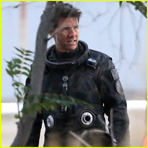Tom Cruise Wears His Cool Flight Suit on 'Top Gun: Maverick' Set