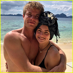 Britt Robertson & Graham Rogers Ring in Christmas at the Beach!