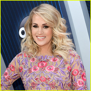 Carrie Underwood's Christmas Day Has a 'Sweet Ending'