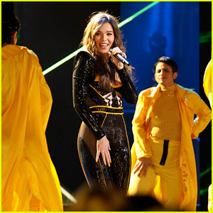 Hailee Steinfeld Sings 'Bumblebee' Song on 'The Voice' (Video)