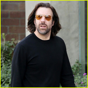 Long-Haired Jason Sudeikis Goes Shopping in L.A.