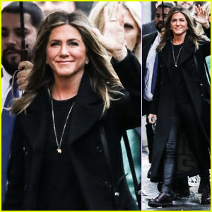 Jennifer Aniston Waves to Fans While Heading to 'Jimmy Kimmel Live'!