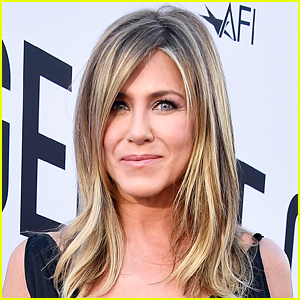 Jennifer Aniston on Her Relationship with Her Mother: 'I Did Not Come Out the Model Child She'd Hoped For'