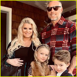 Pregnant Jessica Simpson Shares Sweet Family Holiday Portrait