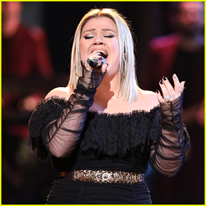 Kelly Clarkson Performs 'Heat' Live on 'The Voice' Results Show
