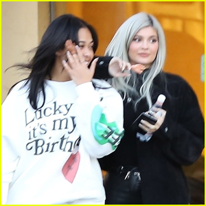Kylie Jenner & Jordyn Woods Play Around with Tiny Hands at Lunch!