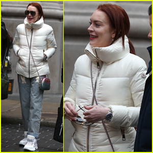 Lindsay Lohan Spends the Day in NYC with Friends!