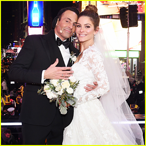 New Years Eve Wedding.Relive Maria Menounos New Year S Eve Wedding One Year Later
