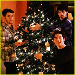 Jonas Brothers, Priyanka Chopra, & Sophie Turner Celebrate Christmas in London
