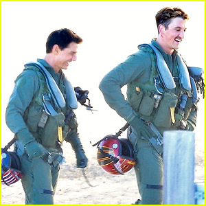 Tom Cruise & Miles Teller Wear Matching Flight Suits for 'Top Gun: Maverick' Scene