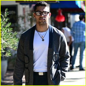 Wilmer Valderrama Heads Out to Lunch in Los Angeles!