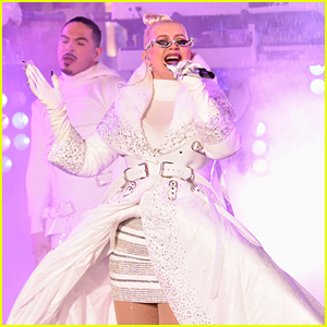 Christina Aguilera Gives Epic New Year's Eve 2019 Performance in Rainy Times Square!