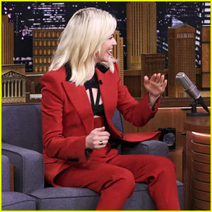 Elizabeth Banks Reveals Her Free Hot Cocoa Scam - Watch Now!