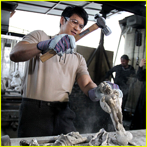 SAG Award Nominee Harry Shum Jr. Helps Make the Statuettes!