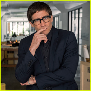 Jake Gyllenhaal Stars Satirical Thriller 'Velvet Buzzsaw' - Watch the Trailer!