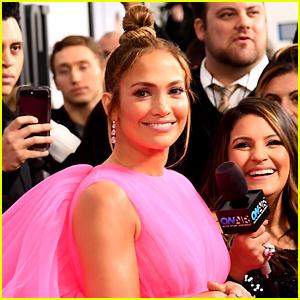 Jennifer Lopez Is Bare Faced & Beautiful in New Makeup Free Selfie