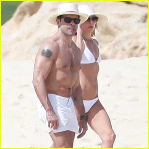 Kelly Ripa & Mark Consuelos Bare Their Hot Beach Bodies!