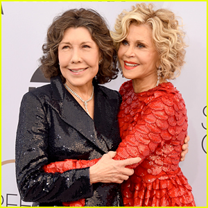 Jane Fonda & Lily Tomlin Walk SAG Awards 2019 Red Carpet Together!