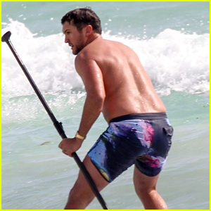 Luke Bryan Goes Shirtless While Paddle Boarding in Mexico