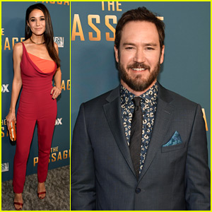 Mark-Paul Gosselaar & 'The Passage' Cast Premiere Their New Series!