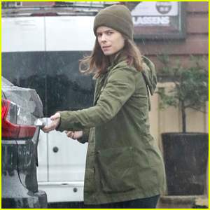 Pregnant Kate Mara Does Her Grocery Shopping in the Rain