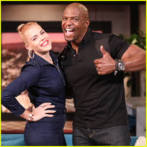 Terry Crews Milks Real-Life Goat on 'Busy Tonight' - Watch Here!