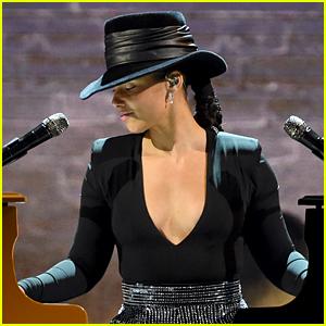 Alicia Keys Plays Songs She Wishes She Wrote on Two Pianos at Once at Grammys 2019 (Video)