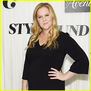 Pregnant Amy Schumer Posts Funny Photo 'Front Row' During NYFW 2019!