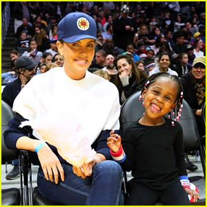 Charlize Theron Takes Her Kids to Harlem Globetrotters Game!