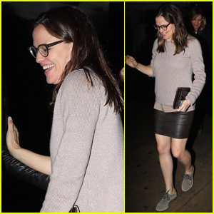 Jennifer Garner Rocks Leather Skirt for Night Out with Friends!