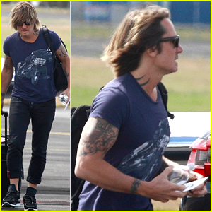Keith Urban Is His Own Chauffeur After Arriving On Private Plane!