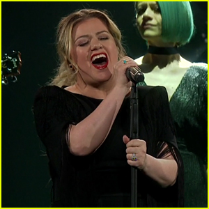 Kelly Clarkson Covers 'Shallow' Live at Her Concert! (Video)