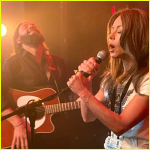 Kelly Ripa & Ryan Secreast Recreate 'A Star is Born' Trailer for Oscars Show