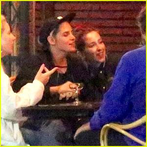 Kristen Stewart & Rumored New Girlfriend Sara Dinkin Grab Dinner With Friends in LA