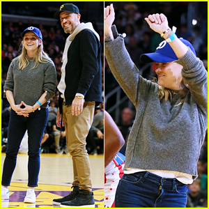 Reese Witherspoon Shows Off Dance Moves at Harlem Globetrotters Game!