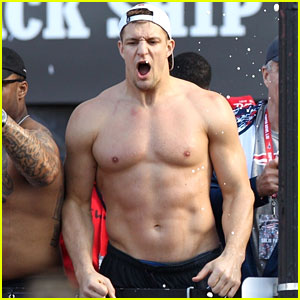 Patriots' Rob Gronkowski Strips Down to Show His Abs During Super Bowl 2019 Victory Parade!