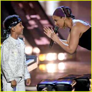Alicia Keys Brings Son Egypt on Stage During iHeartRadio Music Awards 2019 Performance - Watch!