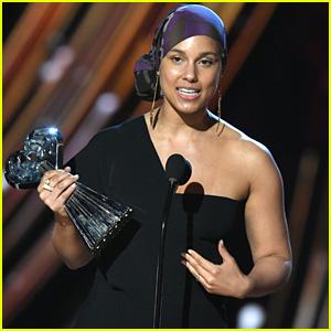 Alicia Keys Receives Innovator Award at iHeartRadio Music Awards 2019 - Watch Her Speech!